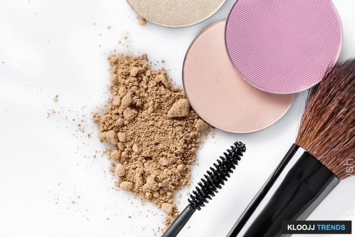 the steps to putting on makeup